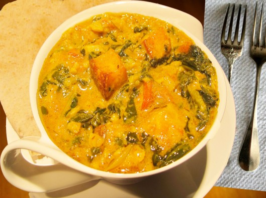 Image of Saag paneer served with hot chapati