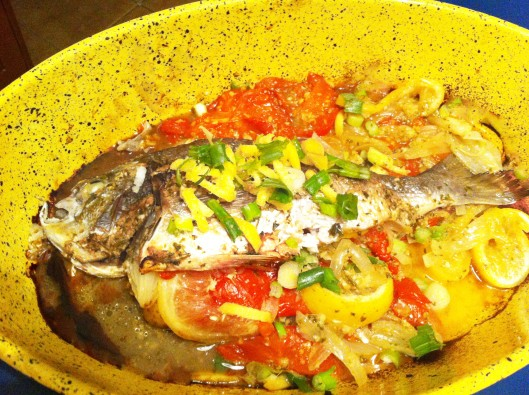 Sea bream cooked in foil with tomato