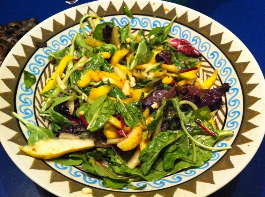 Mango salad with spinach